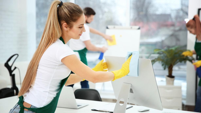 Tareas de limpieza y desinfección en la oficina tras el coronavirus