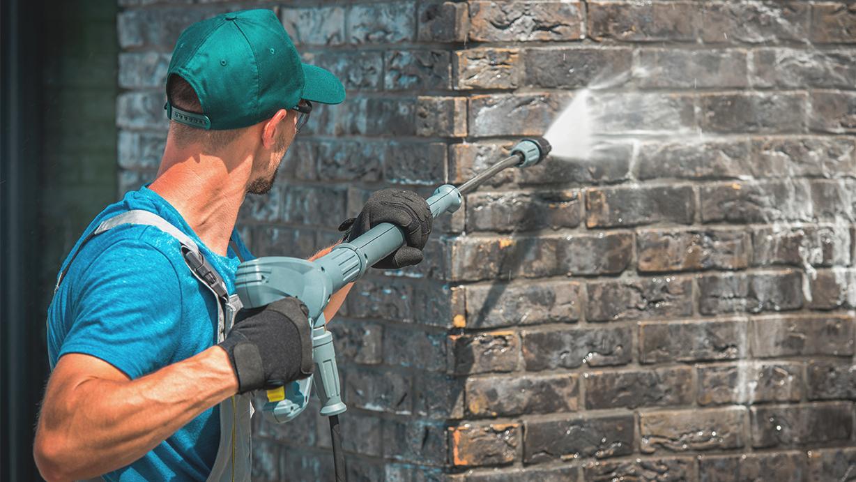 Limpieza de fachadas: agua a presión y otras técnicas