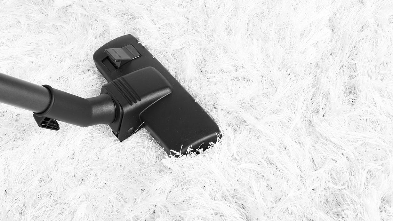 Cómo limpiar una alfombra de pelo largo como un profesional